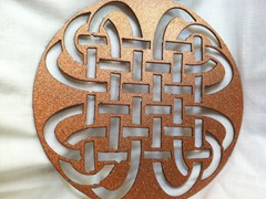 Celtic-Knot-Round-in-Gold-Glitter-1024x764